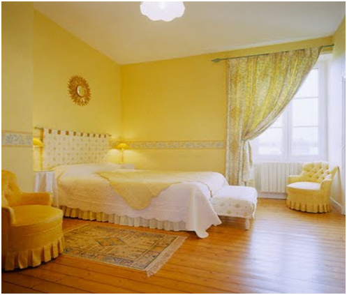 kết hợp rèm cửa đẹp với tường sơn màu vàng